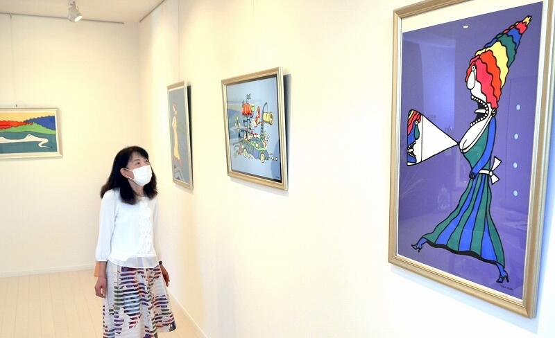 ユーモアたっぷりの作品が並ぶ久里洋二さんの版画展=福井県鯖江市糺町のギャラリーK