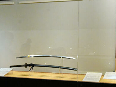 江戸時代末期から昭和初期にかけて作られた刀が並ぶ会場