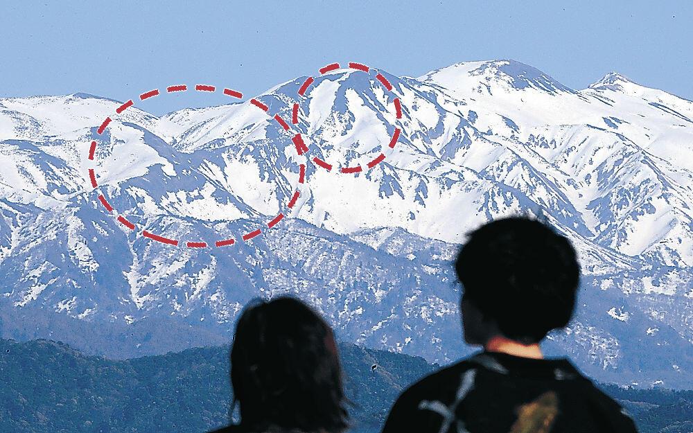 山肌に浮かんだ雪形=加賀市柴山町の白山眺望広場