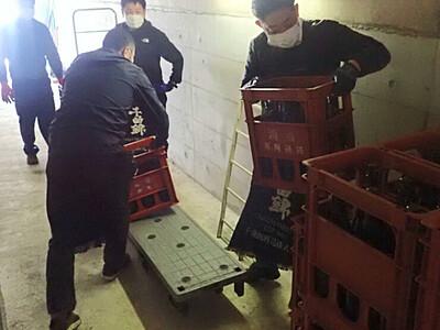 「ダム熟」へ、日本酒搬入 佐久地域6酒蔵の研究会