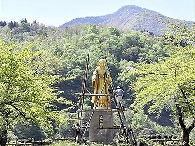 福井県大野・麻那姫像に待望の春 5カ月ぶりお目見え