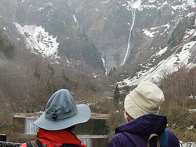 称名滝の遊歩道開通 立山、ハンノキ滝が姿現す