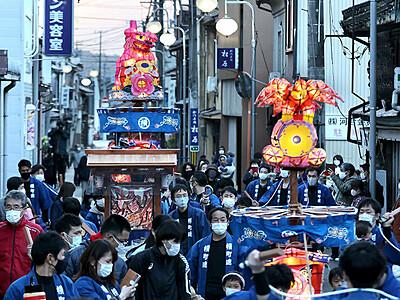 極彩色の行燈巡行 2年ぶり福野夜高祭 7町が神明社参拝