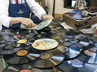 金沢蓄音器館に寄贈ラッシュ 全国から1年で32人 巣ごもりの整理整頓で
