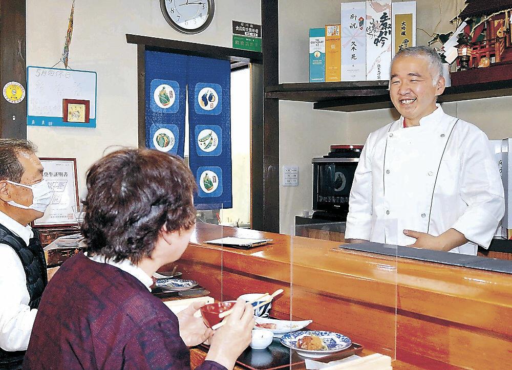 飲食店を開業した安田さん=輪島市門前町門前