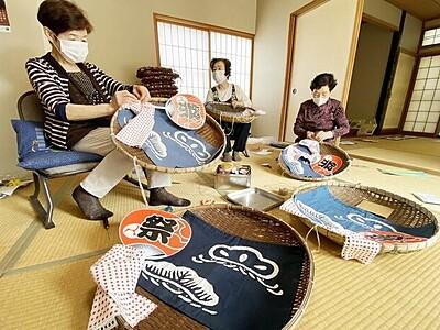 山車巡行彩る軒下飾り 坂井の三国祭、女性グループが準備