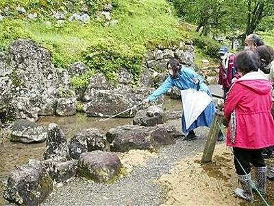 一乗谷朝倉氏遺跡を大名気分で庭園観賞 福井市、朝倉義景の館跡内も