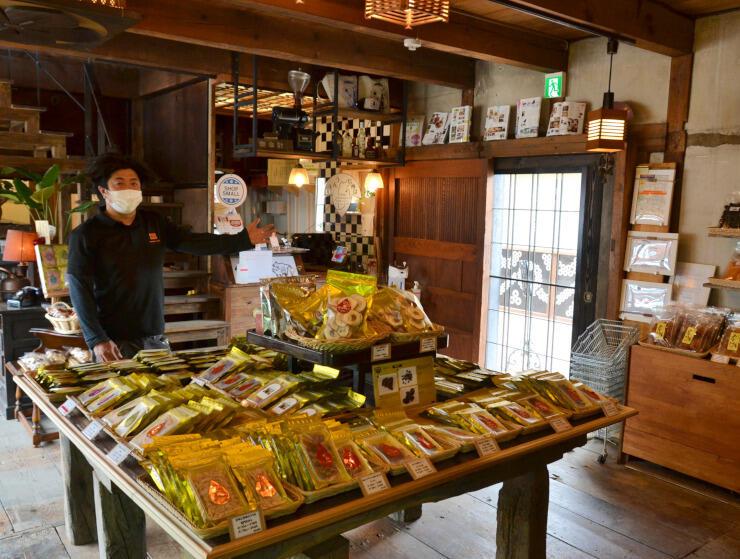 明治期に建てられた蔵を改装した玉井フルーツ店の新店舗