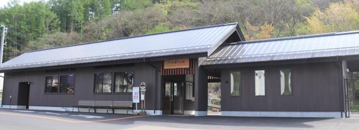 利用が始まったJR小海線信濃川上駅の新駅舎