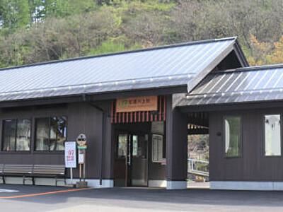 信濃川上駅の新駅舎、漂う県産カラマツの香り 村の観光拠点にも