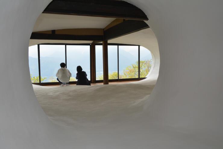 2017年芸術祭で人気だった作品。鷹狩山にある民家内に異空間を生み出した