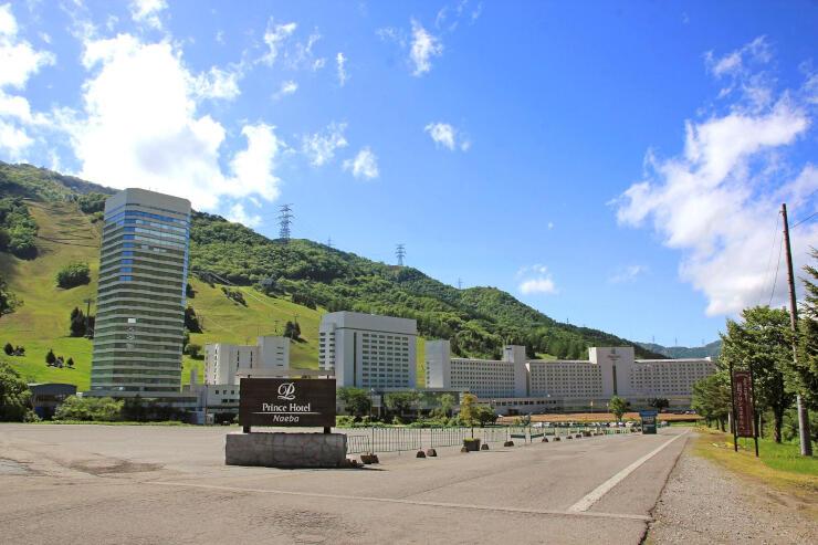PCR検査をセットにした宿泊プランの販売を始めた苗場プリンスホテル=湯沢町