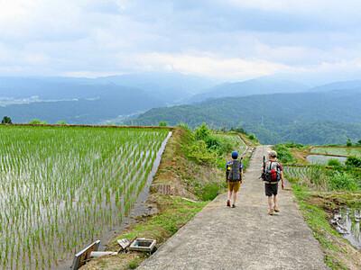 秋山郷経て苗場山頂へ 信越トレイルに「里」の魅力も
