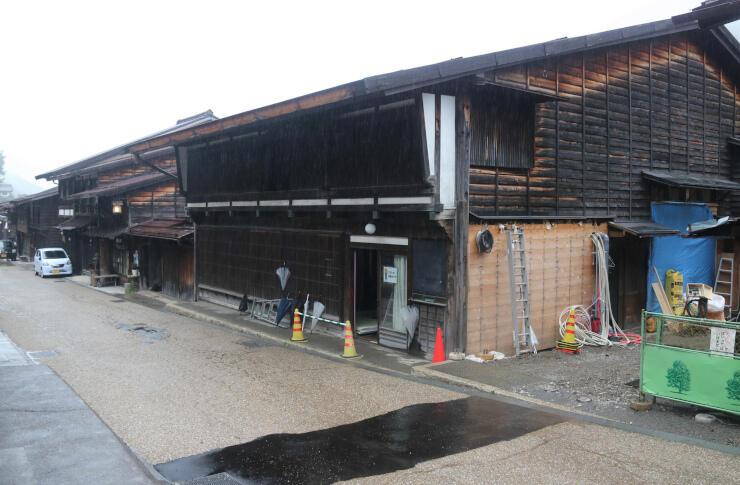 改修工事が進む「杉の森酒造」の建物