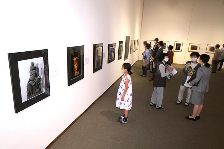 貴重なヒマラヤ周辺の風景や寺院、仏像を収めた写真が並ぶ藤田弘基遺作写真展