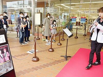 コロナ禍、アーティストいきいき演奏 福井市中心部に「まちなかステージ」