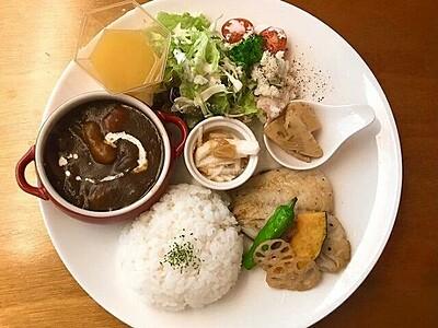 スムージーも料理も美味なカフェバー「e's」(エス) 敦賀市、テイクアウトもOK【ふくジェンヌ】