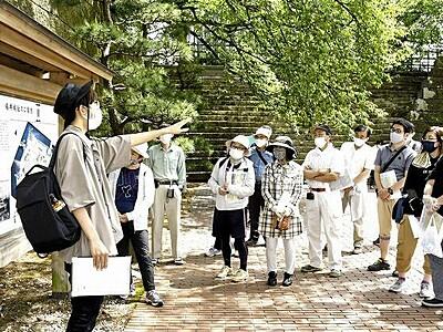 福井城を見て聞いて知る 「守る会」が初の見学会