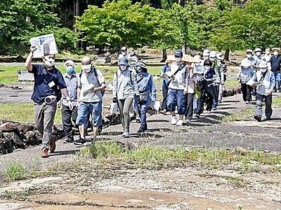 朝倉氏繁栄の戦国町並みに思いはせ 福井市の一乗谷遺跡で散策催し
