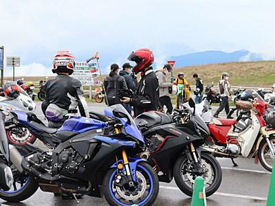 バイク愛好家、霧ケ峰で交流 催しに県内外の100人