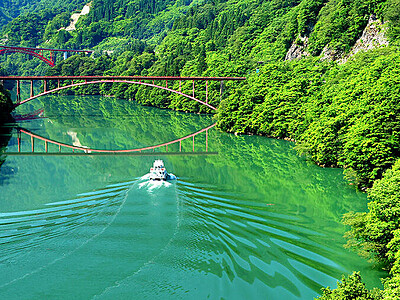 新緑に映える 庄川峡