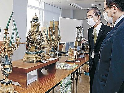 石川県庁展望ロビーで時計展 からくり時計やアンティーク約550点並ぶ