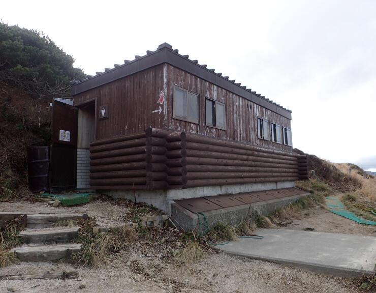 改修する燕岳テント場のトイレ