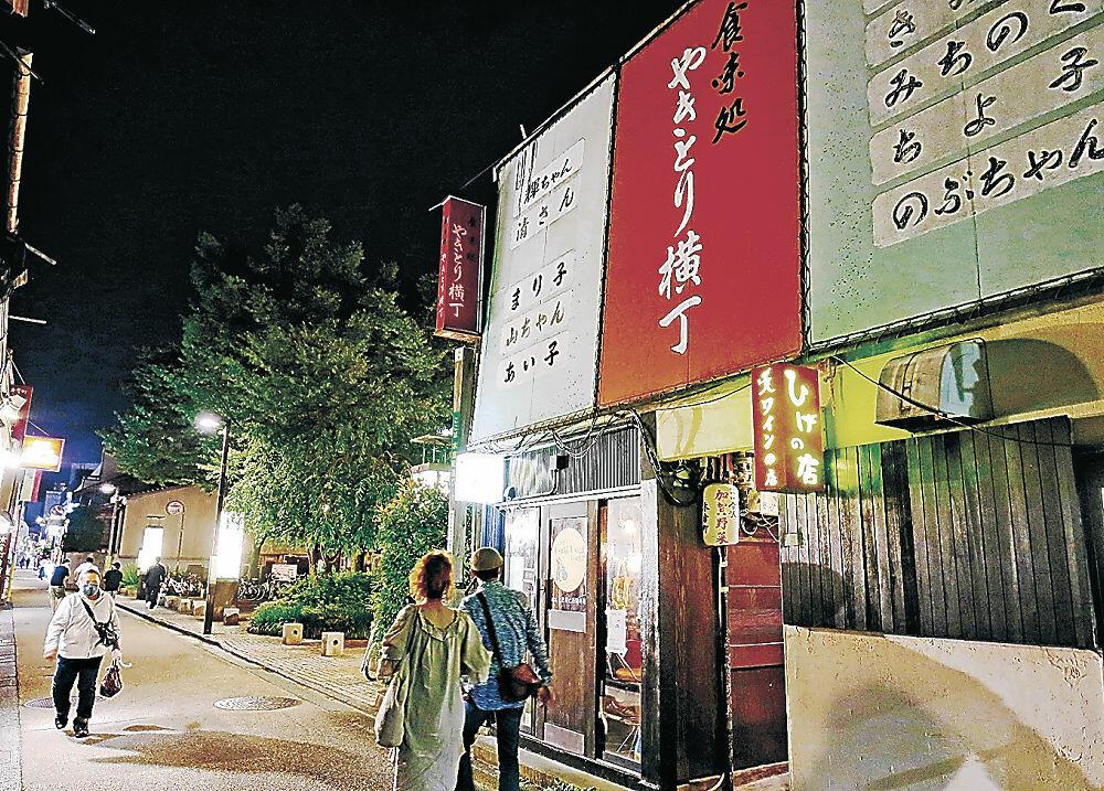 昭和の面影がある「やきとり横丁」=金沢市木倉町