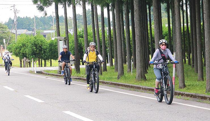 E-バイクを楽しむ参加者
