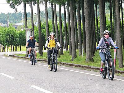 E-バイクで称名滝へ 観光会社がツアー