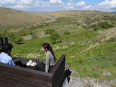 車山湿原、眺望独り占め 山小屋テラス席に特別席