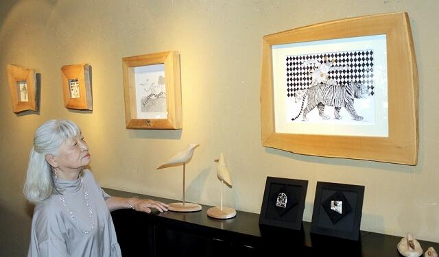 鈴木夫妻による線画と銀細工の二人展=6月16日、福井県福井市松本1丁目のギャラリーサライ