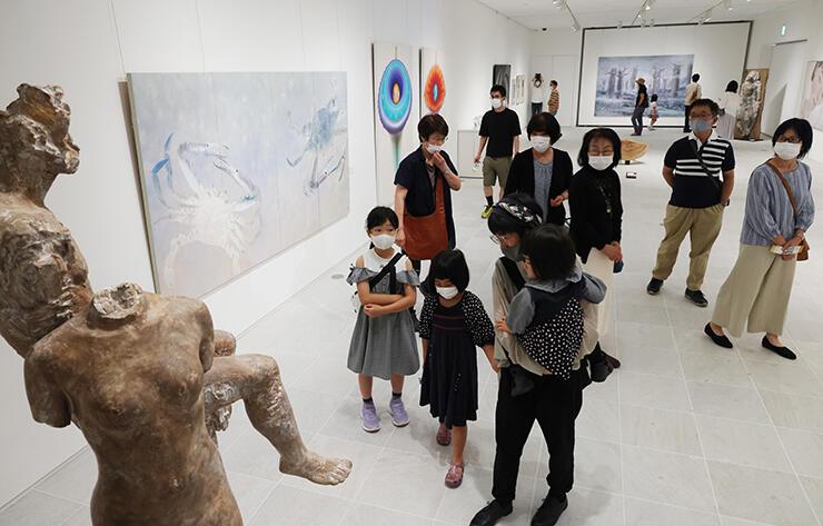 幅広いジャンルのアーティストが出品した「ビエンナーレTOYAMA」=県美術館