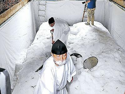 金沢・湯涌温泉で2年ぶりに氷室開き 初めて仕込んだ酒奉納