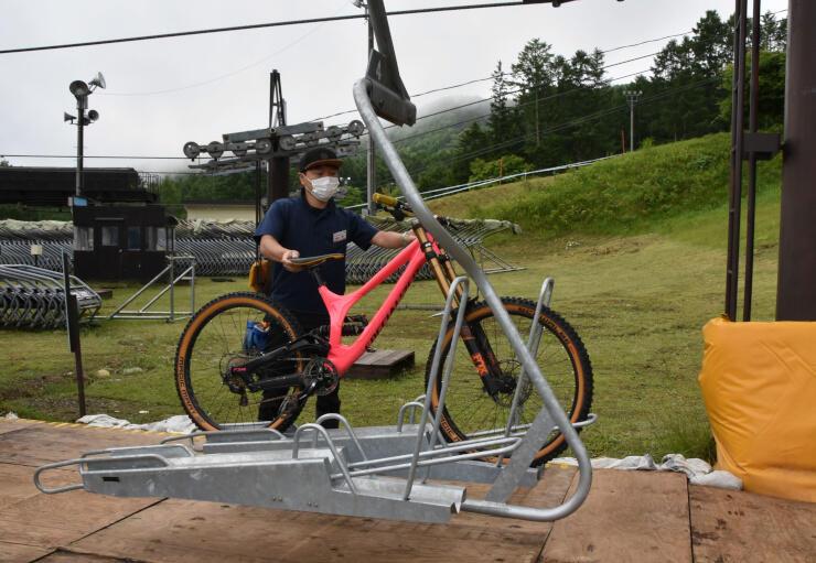 新たに導入した自転車専用リフト