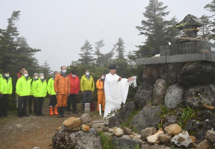 志賀高原の横手山で開かれた開山祭