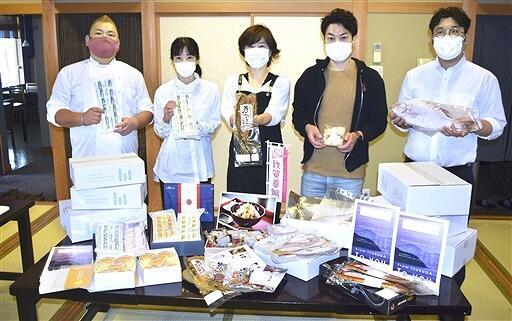 ふるさと納税「チャレンジ応援品」に出品している事業者=7月5日、福井県敦賀市の海辺の宿・長兵衛