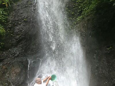 中能登 滝開き、水しぶき浴び