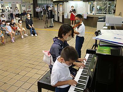 上市駅に駅ピアノ常設 町観光協会