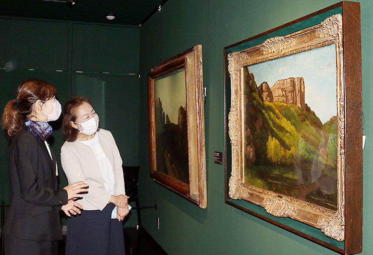 ミレーやクールベらの作品が並ぶ展示室