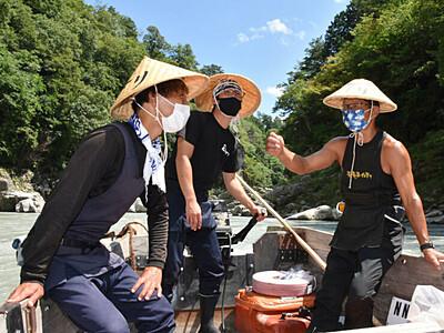 「天竜川の舟下り」継承へ合同練習 飯田の2社、船頭減少背景に