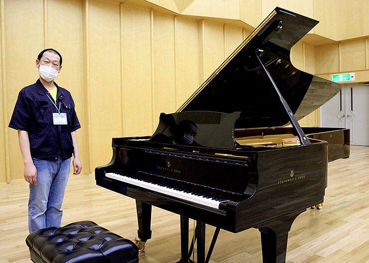 会場となるリハーサル室に設置されているスタインウェイピアノ