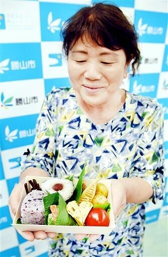 勝山市エコミュージアム協議会が販売する「雪室米おにぎり弁当」=福井県勝山市役所