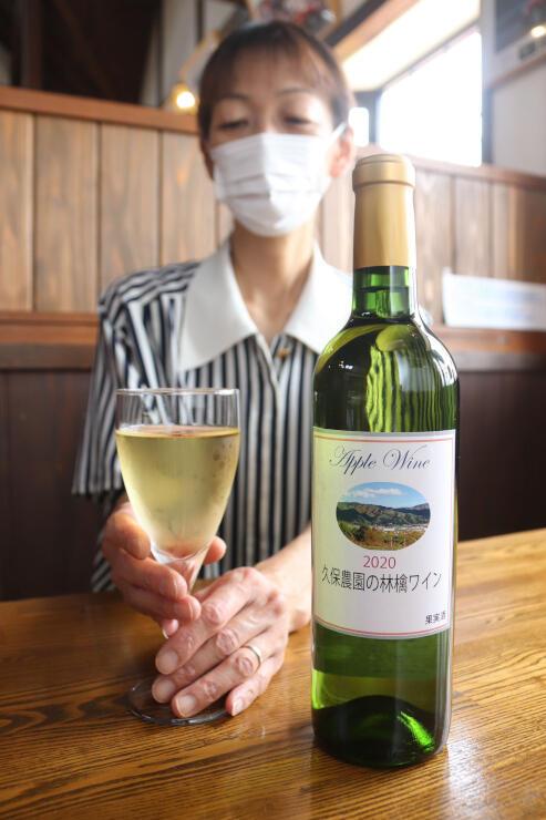 辰野町産のリンゴで造ったワイン