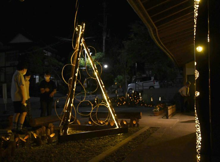 バンブーキャンドルが夜の温泉街を彩った「竹明かりの宵」