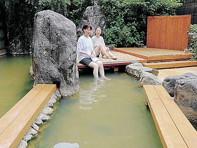 中宮温泉に新名所 湯の上に板敷き「温泉床」 ホワイトロード開通へ
