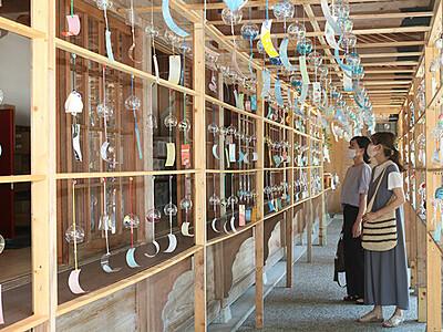 「風鈴トンネル」涼やか 大門の櫛田神社