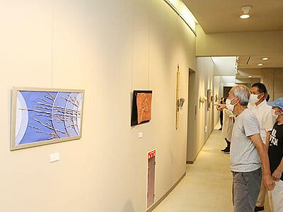 素材生かした彫刻・工芸並ぶ 魚津市美術協会展