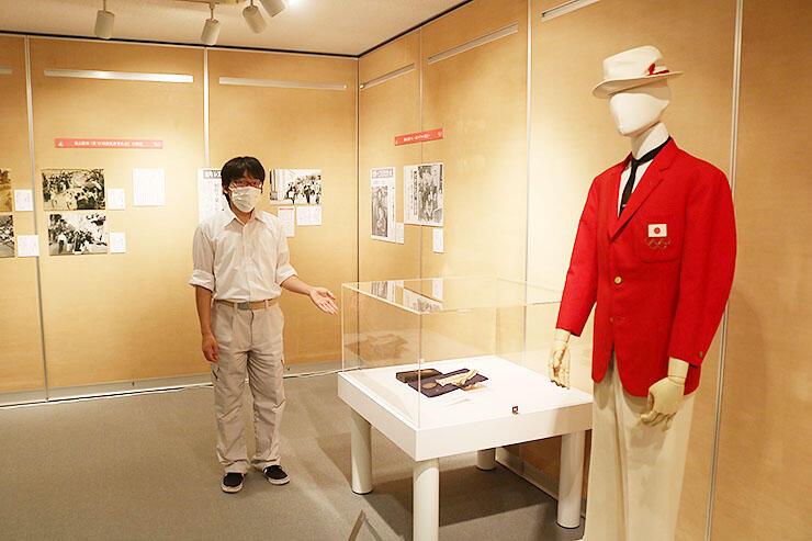 64年東京五輪のブレザーや銅メダルを紹介するコーナー