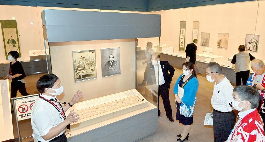 坂本龍馬の直筆書簡などを通し、福井藩との交流を紹介する夏季特別展=7月21日、福井市立郷土歴史博物館